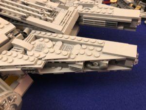 LEGO Millennium Falcon manibles