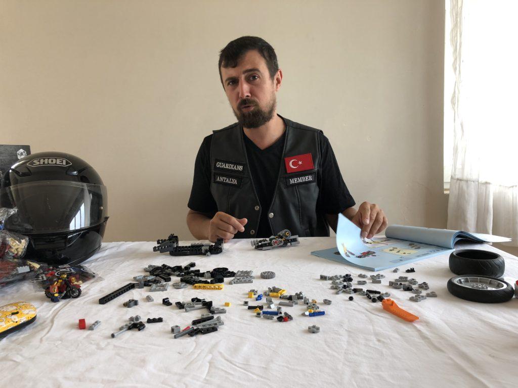 LEGO Harley Davidson Fat Boy - building