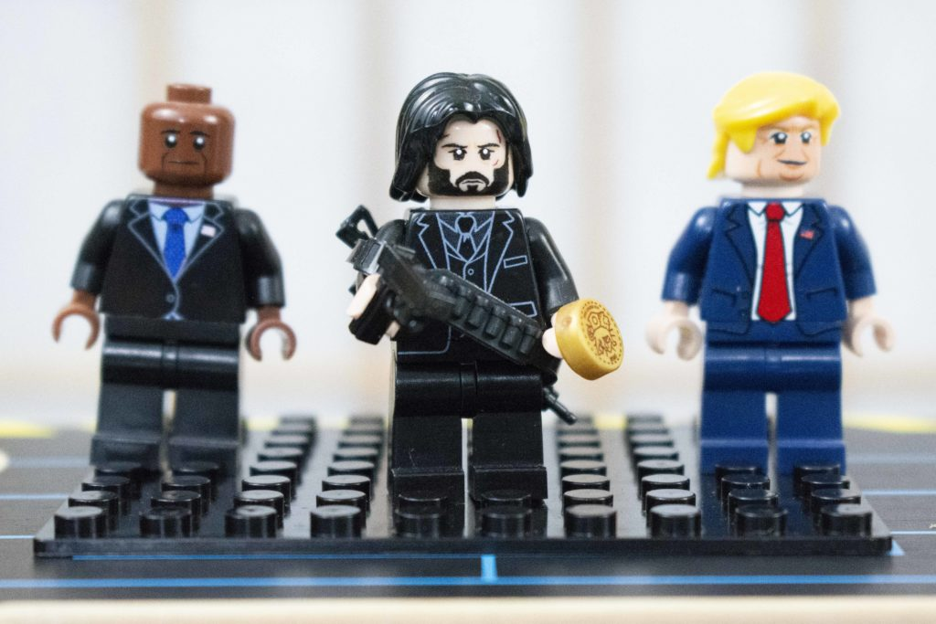 Minifigure Closing Image