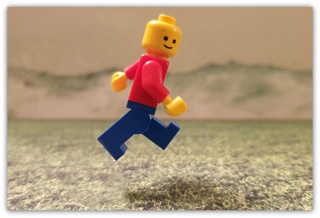 lego minifigures jump