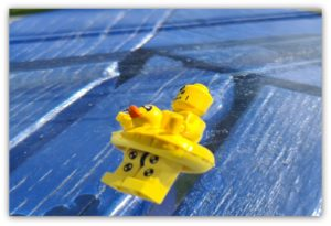 does lego float