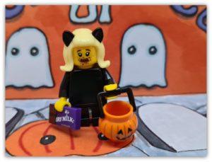 LEGO Halloween Minifigures: Let's Get Spooky!
