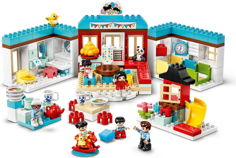 LEGO Duplo Happy Childhood Memories Set Image