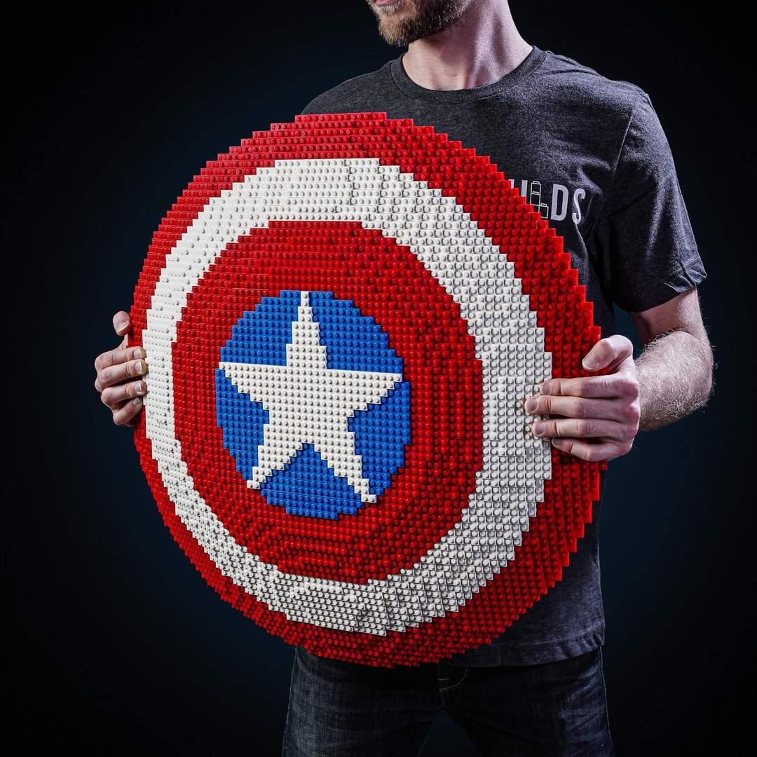 LEGO Captain America - Person Holding Cap Shield